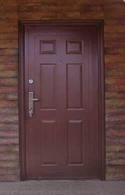 посоветуйте недорогую металлическую дверь от производителя